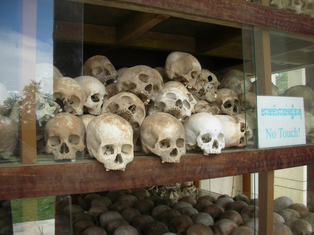 killing fields, phnom enh