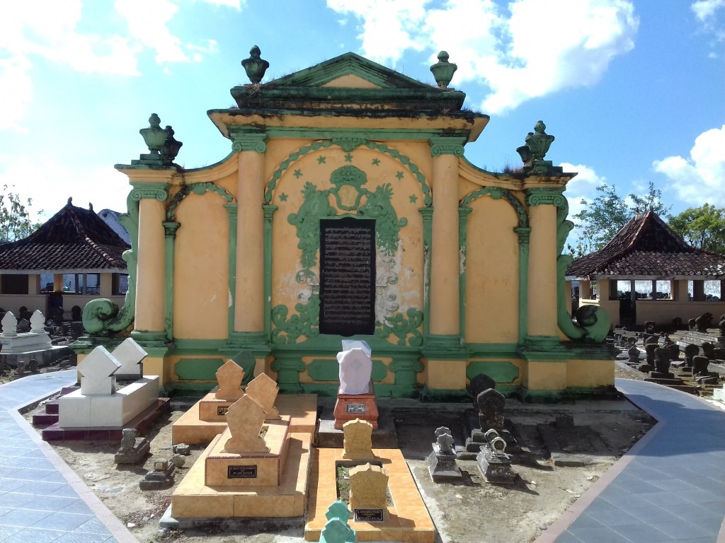 Makam Raja Sumenep Asta Tinggi